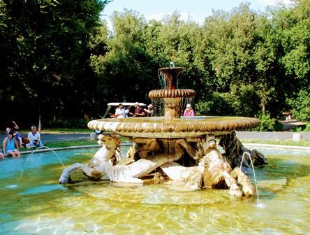 Fuente de los Caballos en el Parque de Villa Borghese