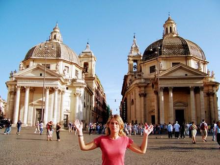 Iglesias gemelas en la Plaza del Popolo en Roma