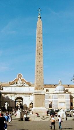 Obelisco en la Piazza del Popolo en Roma