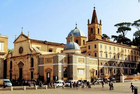 Santa María del Popolo en la Piazza del Popolo
