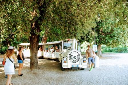 Tren chu-chu para recorrer el Parque de Villa Borghese