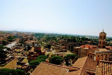 Vistas de la Piazza del Campindoglio, el Foro Romano, el Palatino y el Coliseo desde el Vittoriano