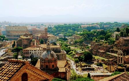 Vistas del Coliseo, el Foro Romano y el Palatino desde el Vittoriano