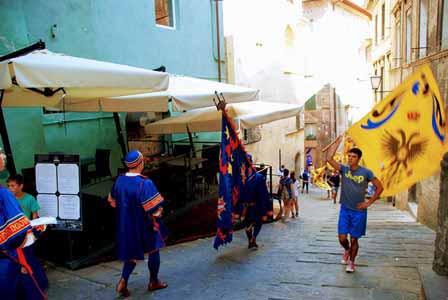 Barrios retándose previo a la competición del Paleo de Siena