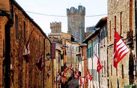 Calles de Montalcino en la Toscana
