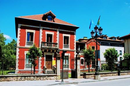 Casa Riera, la oficina de turismo de Cangas de Onís