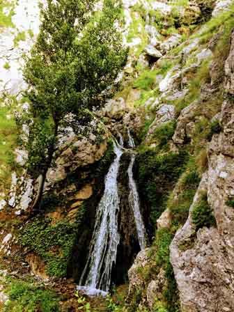 Cascada al inicio de la Ruta del Cares en Asturias