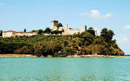 Castillo coronando Castiglione del Lago en Umbría