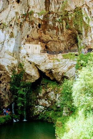Cueva Santa de Covadonga