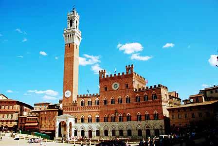 El Palazzo Pubblico de Siena con su gran Torre del Mangia