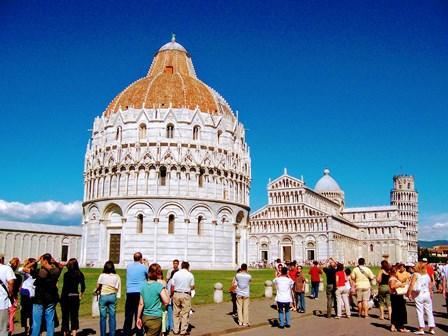 El Baptisterio, el Duomo y la Torre de Pisa