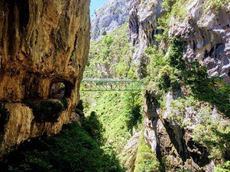 El impresionante Puente de los Rebecos en la ruta del Cares