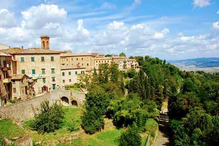 Grandes cuestas para subir al pueblo de Volterra