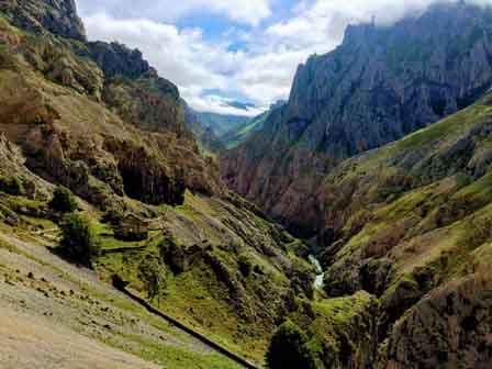 Impresionante paisaje de la Ruta del Cares en Asturias