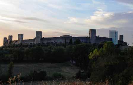 Las murallas y torres de Monteriggioni