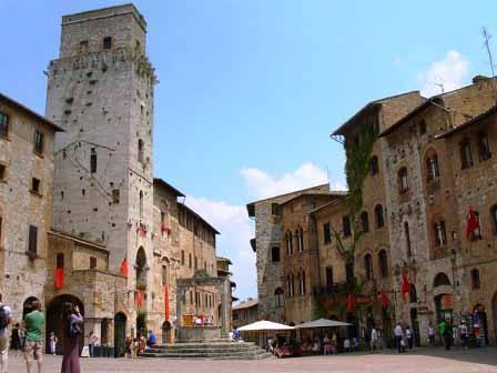 Piazza de la Cisterna en San Gimignano