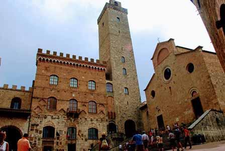 Piazza del Duomo con la Torre Grossa en San Gimignano