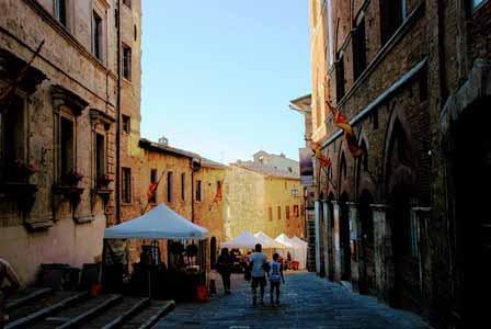 Preciosas calles engalonadas de Montepulciano