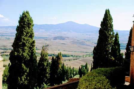 Presiosas vistas toscanas desde las murallas de Pienza