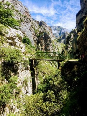 Puente Bolín para cruzar sobre el río Cares