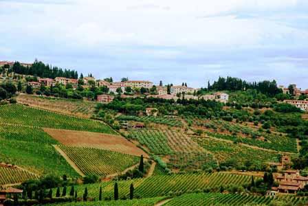Típicos pueblos de la carretera de Chianti en la Toscana