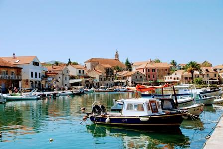 El precioso pueblo de Vrboska (Isla de Hvar, Croacia))