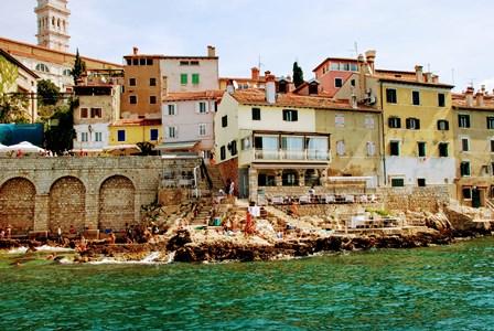 Espectacular baño en el pueblo de Rovinj (Croacia)