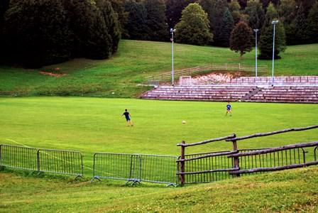 Inesperado campo de fútbol en Jezerce, junto a los Lagos de Plitvice (Croacia)