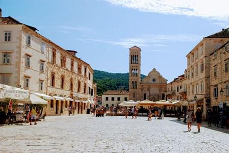 La preciosa ciudad de Hvar y su catedral de San Esteban (Croacia)