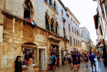 Preciosos palacetes en la calle Decumanus de Porec (Croacia)