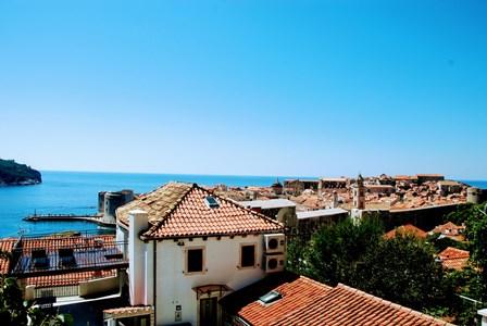 Vistas espectaculares de Dubrovnik y la isla de Lokrum desde nuestro apartamento
