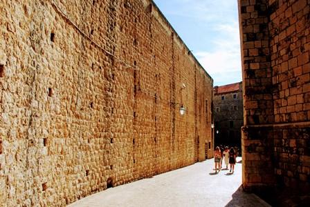 Colosales murallas transitables de Dubrovnik