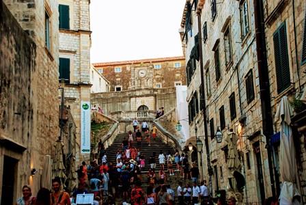 Imponentes escalinatas hasta la Iglesia de San Ignacio de Dubrovnik