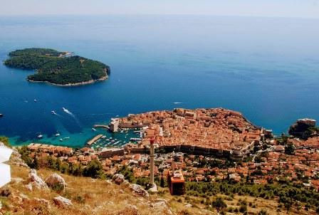 Impresionantes vistas de Dubrovnik y la isla de Lokrum desde el teleférico