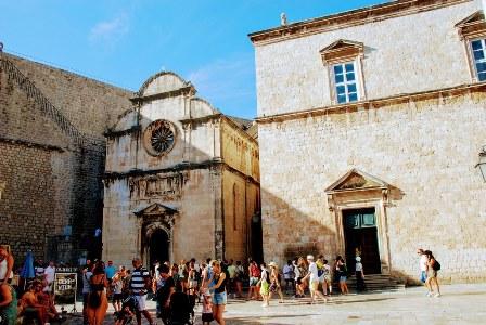 La Iglesia de San Salvador junto al Monasterio franciscano en Dubrovnik