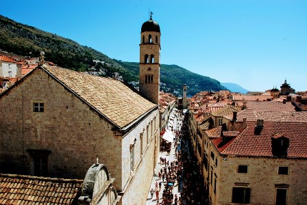 La calle Stradun, la arteria principal de la ciudad medieval de Dubrovnik