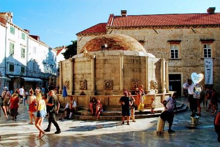 La gran Fuente de Onofrio, con sus 16 máscaras (Dubrovnik)