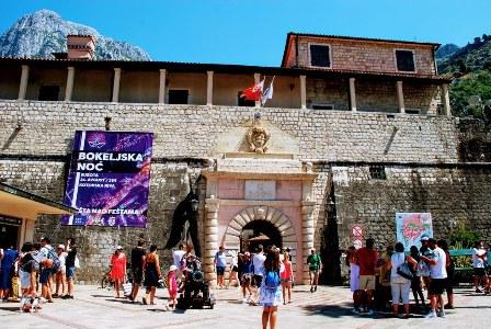 La preciosa ciudad amurallada de Kotor en Montenegro
