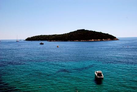 Motos de agua, kayak y divertida banana en la playa de Banje Beach en Dubrovnik