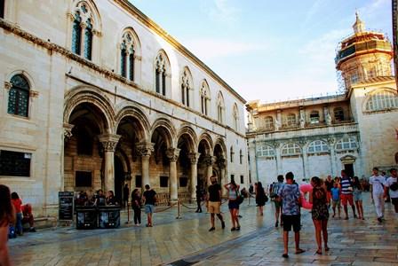 Precioso Palacio del Rector, junto a la Catedral de Dubrovnik