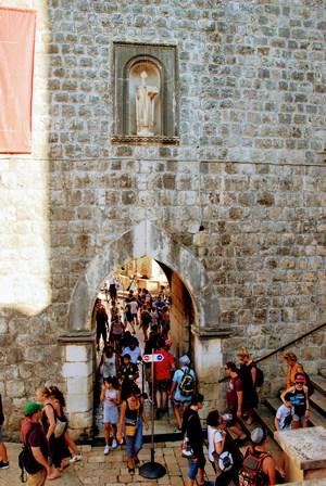 Puerta de Pile, la principal entrada a la ciudad amurallada de Dubrovnik