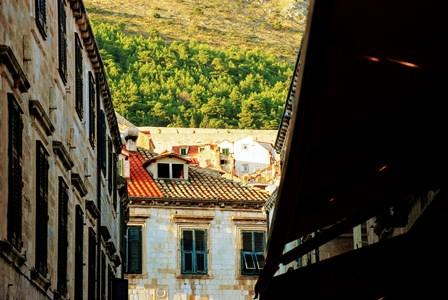 Tejas de distinto color en Dubrovnik tras los bombardeos de la Guerra de los Balcanes