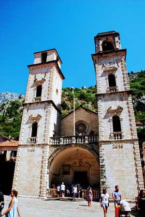 Catedral ortodoxa de San Trifón en Kotor (Montenegro)