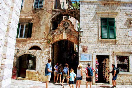 Entrada para recorrer las murallas de Kotor en Montenegro