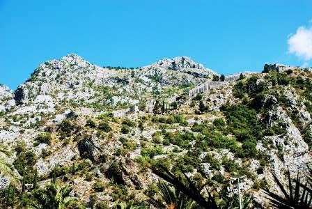 Las impresionantes murallas de Kotor en Montenegro