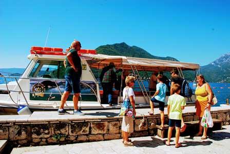 Paseo en barco por la Bahía de Kotor (Montenegro)