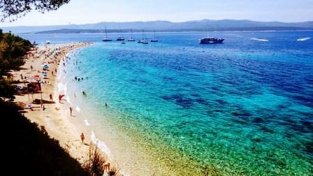 Playa de Zlatni Rat o cuerno de oro en la isla de Brac (Croacia)