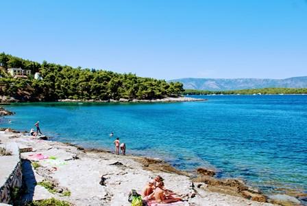 Una de las muchas playas que disfrutamos en nuestro paseo en bici en la isla de Hvar (Croacia)
