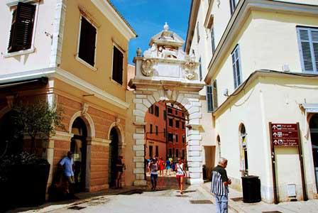 Arco Balbi, puerta de entrada del siglo XVII en Rovinj (Croacia)