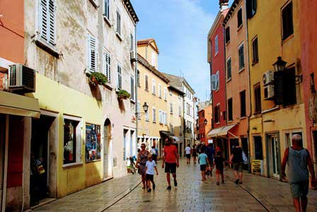 Calle Carera, la avenida principal de Rovinj (Croacia)
